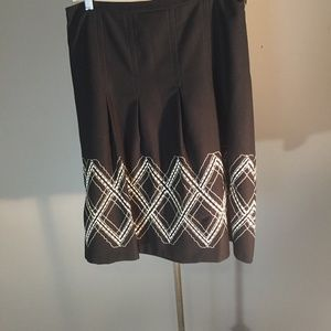 Black skirt with embroidery in white and cream